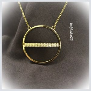 Jewelry - ✂️💰Gold Tone Necklace w/ Circle Pendant